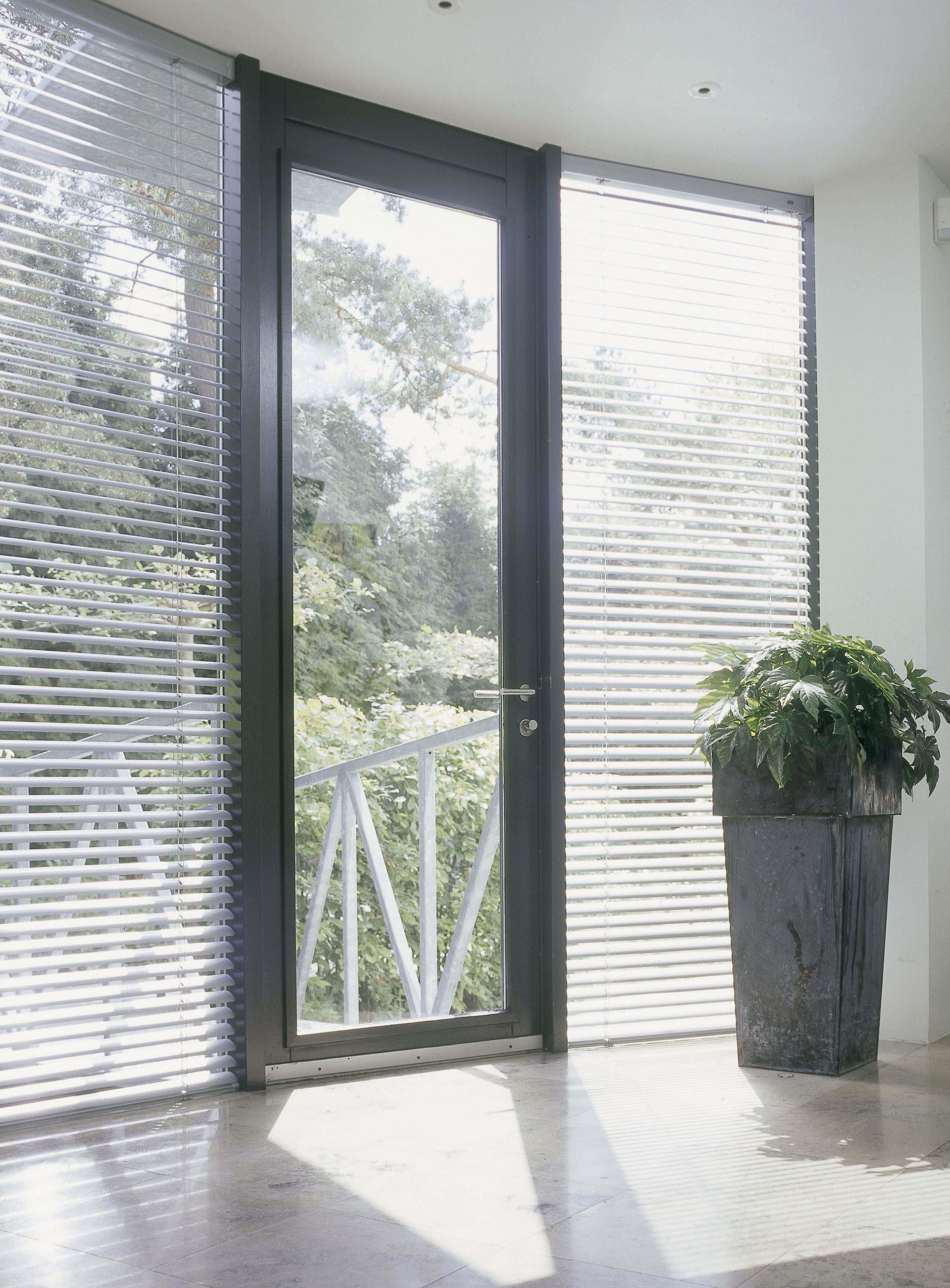 Aluminium Venetian blinds entry door