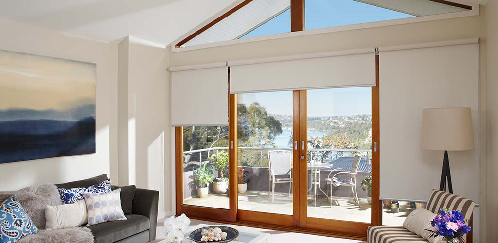 Motorised roller blinds with Qmotion technology