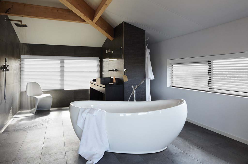 Timber venetian blinds in bathroom