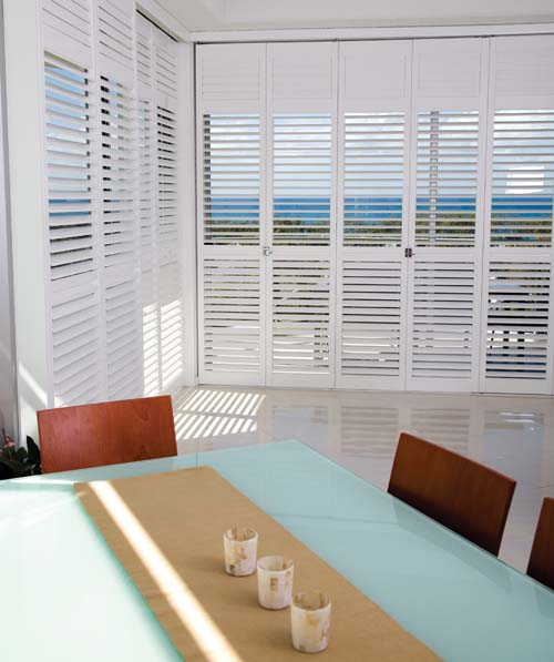 Polysatin shutters dining area